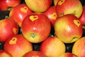 Zaskakujące korzyści z jedzenia jabłek