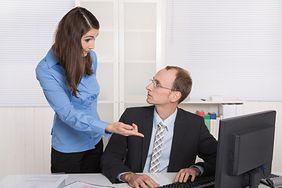 Sprawdź, jak radzić sobie z krytyką w pracy