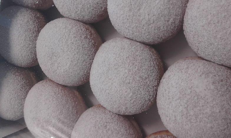 Myślisz, że pączki to mąka, jaja, drożdże, masło, mleko, cukier, nadzienie i woda? Możesz się zdziwić