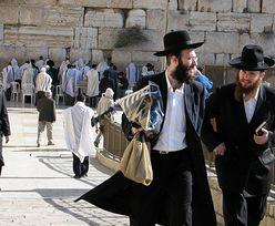 Belgijka rozsierdziła Żydów. Pozowała nago na tle Ściany Płaczu
