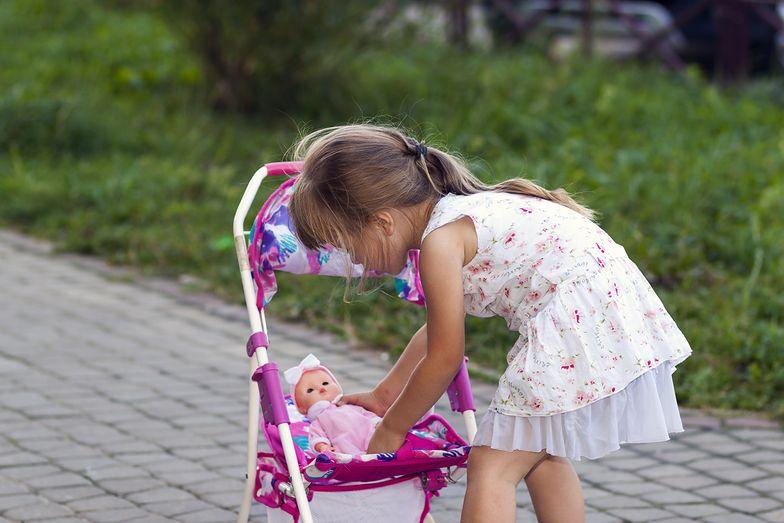 Zakrwawiony 64-latek. Swawolna zabawa 4-latki w Bielsku-Białej