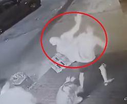 Brutalny atak przed Żabką. Przerażające nagranie