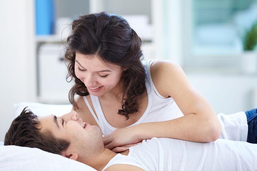 Kochająco witaj partnera z rana