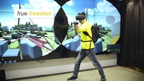 Przeszkadzają wam kable wiszące z gogli VR? Załóżcie na plecy komputer