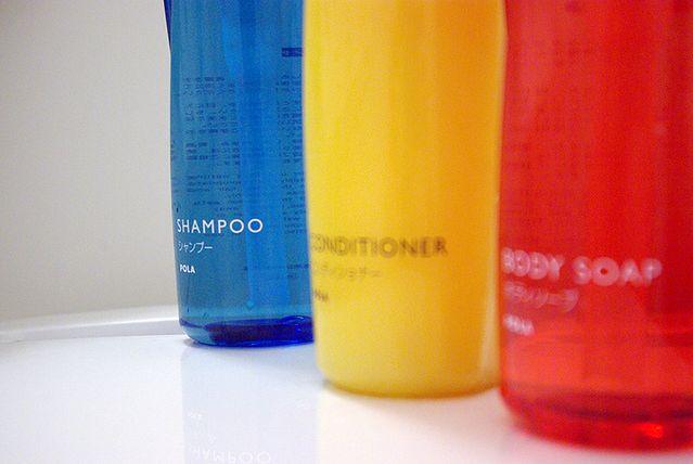 Stosowanie kosmetyków wzmacniających włosy