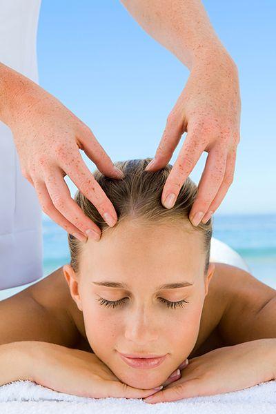 Masaż skóry głowy