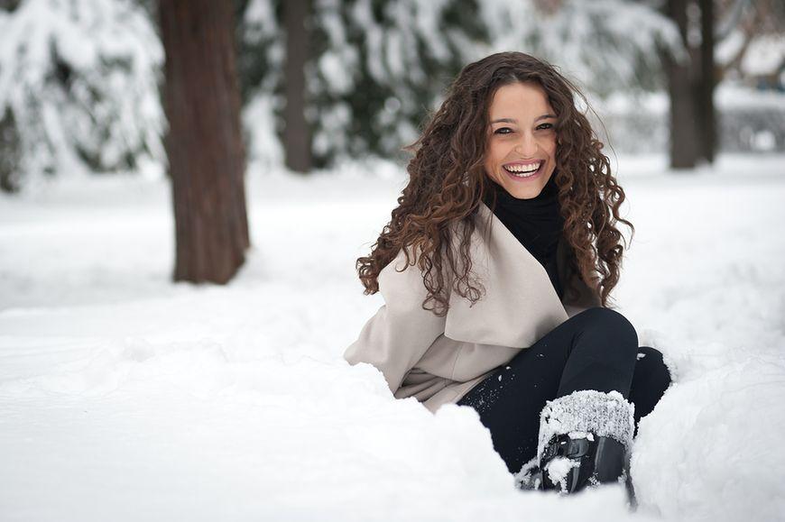 Przebywanie na zimnym powietrzu może wywołać chorobę - fałsz