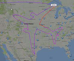 Dreamliner rysuje ogromny samolot na niebie