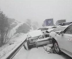 Karambol po burzy śnieżnej w Hiszpanii. Zderzyło się ponad 50 aut