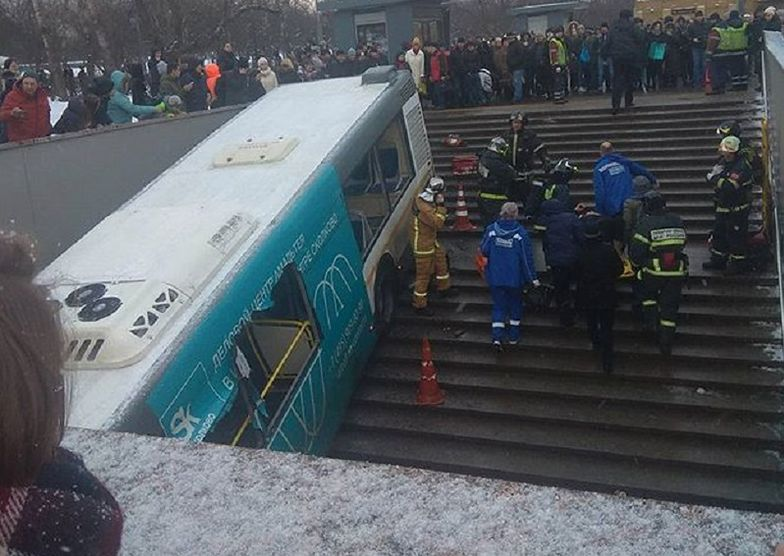 Autobus wpadł do przejścia podziemnego w Moskwie. Są ofiary śmiertelne