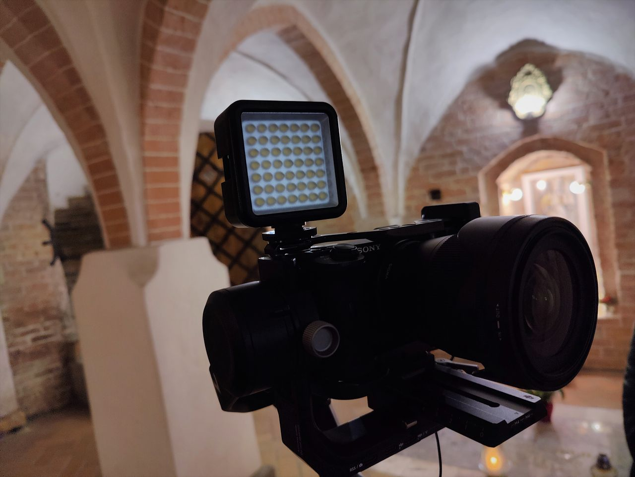 Lampki doświetlające Natec ALFAMA LED LIGHT i LED COLOR do aparatów oraz kamer - Ronin + a6600 + sigma 16 mm + LED LIGHT
