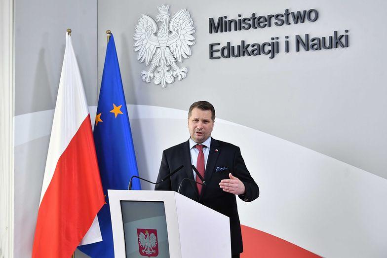 Uczniowie obawiają się powrotu do szkół. Minister Czarnek uspokaja