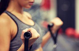 Ćwiczenia z taśmą trx – zasady ćwiczeń, przykładowe ćwiczenia, zalety
