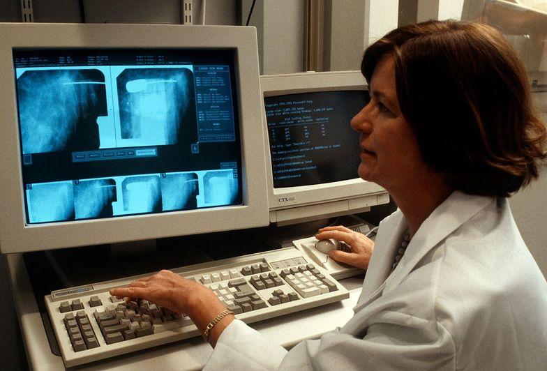 Sztuczne oświetlenie zwiększa ryzyko raka piersi? Nowe badania