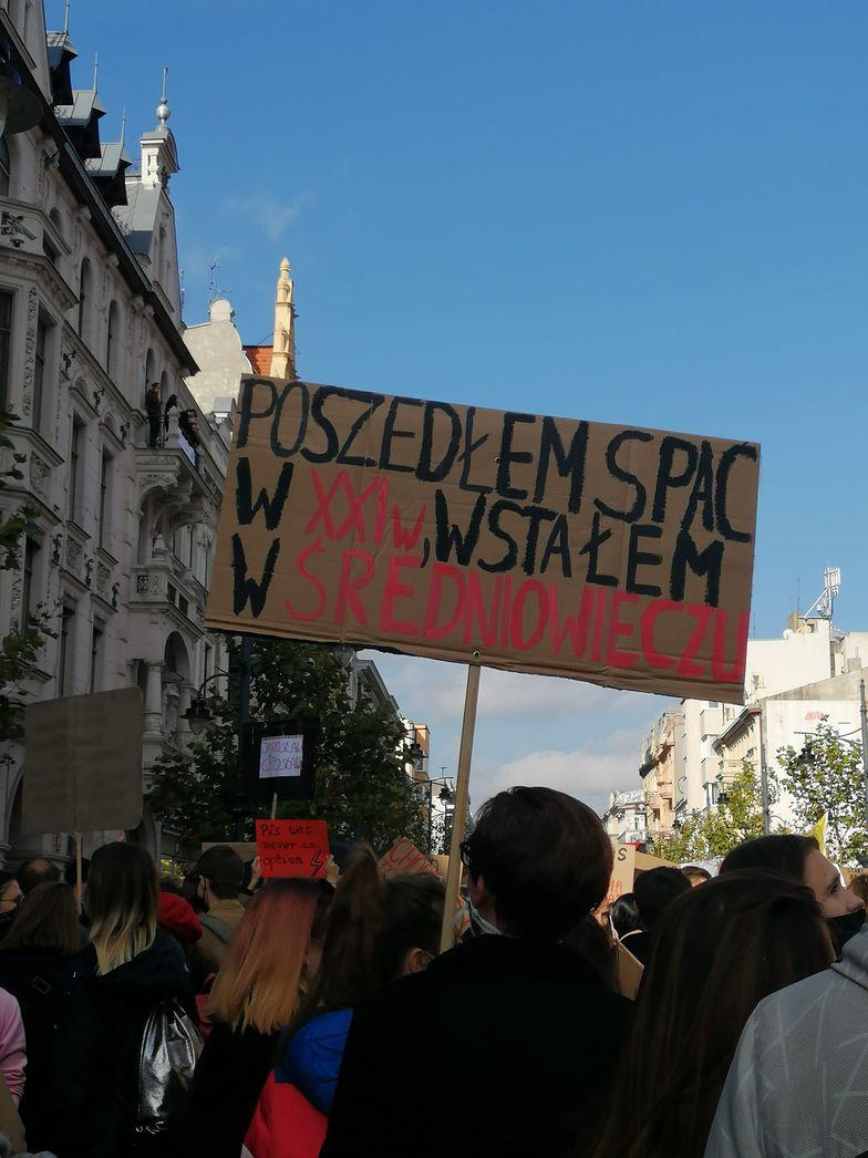 Strajk Kobiet. Tłumy na ulicach polskich miast. Jesteśmy na miejscu