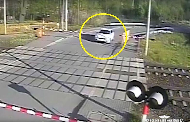 Horror w Radziwiłłowie. Pociąg PKP Interregio zdmuchnął auto z torów