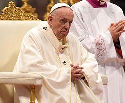 Papież wraca do zdrowia. Przy okazji wspiera małych pacjentów