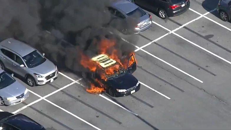 Chciał zdezynfekować ręce. Jego samochód stanął w płomieniach