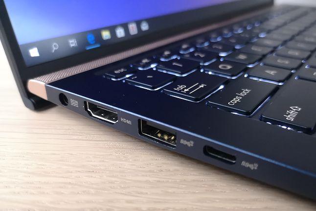 Na lewym boku złącze zasilania, HDMI, USB oraz USB-C.