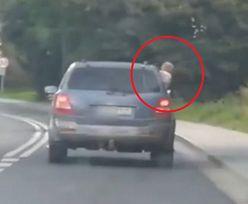 Dziecko wychylało się z pędzącego auta. Wstrząsające nagranie z Dolnego Śląska