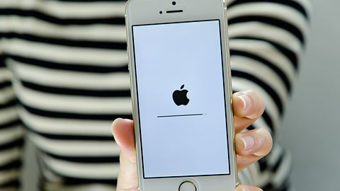 Huawei na Twitterze przyłapany z iPhonem. Oto, jak nie życzyć szczęśliwego Nowego Roku