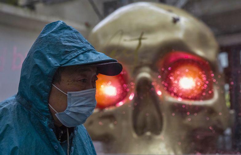 Dwa razy więcej chorych w ciągu jednej doby. Do Chin wraca COVID-19