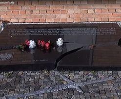 Zatrzymano mężczyznę, który zniszczył epitafium smoleńskie w Gdyni. To 20-latek