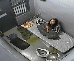 Umierała w celi z monitoringiem. Dostała od strażników mopa