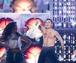 Twoja Twarz Brzmi Znajomo: Kuszewski na scenie zdarł z siebie koszulkę. Wow, co za widok!