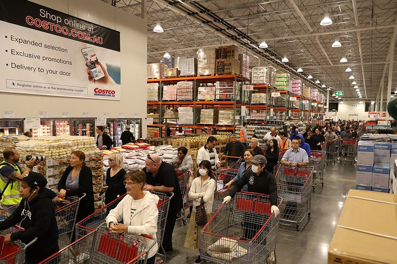 Kolejki w australijskich supermarketach wywołane pandemią koronawirusa.