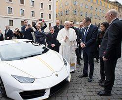Papież dostał nowe auto. Lamborghini w specjalnej wersji