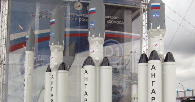 Modele rakiet z roziny Angara na moskiewskiej wystawie lotniczej, 2009 rok</br>