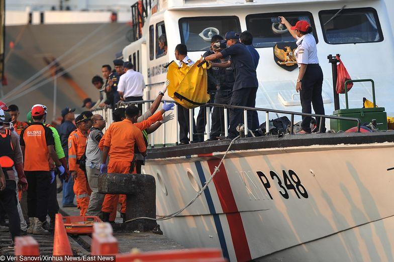 Z Morza Jawajskiego wyławiane są ciała ofiar katastrofy