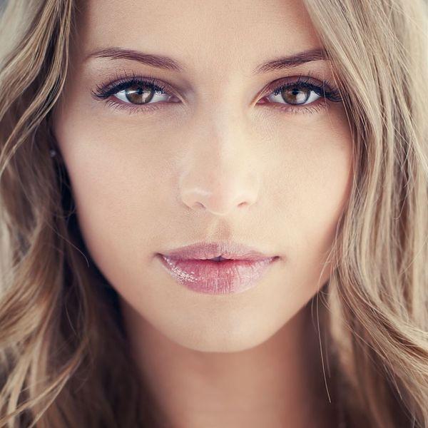 Modelowanie twarzy makijażem