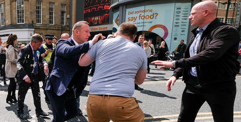 Nigel Farage zaatakowany koktajlem. Nagranie z Newcastle