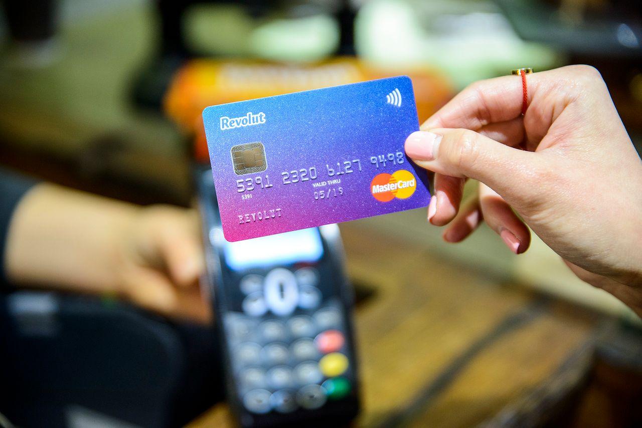 [Aktualizacja] Robisz zakupy w obcych walutach? Zgarnij za darmo kartę Revolut i nie trać na opłatach bankowych