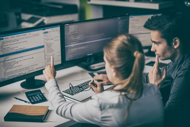 Zarobki programistów idą w górę. Są najbardziej pożądani na rynku