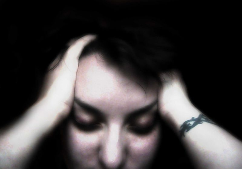 Kobieta odczuwająca mdłości