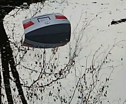 Auto tonęło w jeziorze. Na ratunek kobiecie rzucił się dzielny policjant