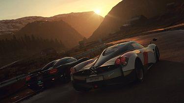 Driveclub odjeżdża w stronę zachodzącego słońca