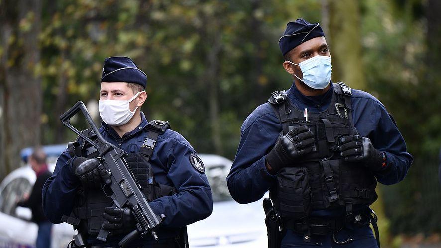 Francja. Restauratorzy aresztowani za udostępnienie Wi-Fi