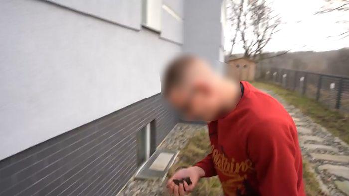 Łukasz Kamerzysta Wawrzyniak znęca się nad chłopakiem z niepełnosprawnością intelektualną