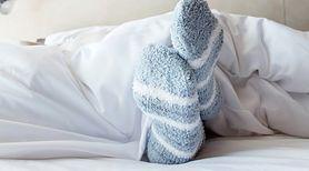 Czy spanie w skarpetkach jest zdrowe? (WIDEO)