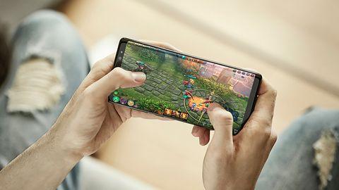Samsung Galaxy S10+ na pierwszym zdjęciu. Wczesna wersja potwierdza nowe umiejscowienie kamerki