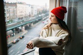 Z czym łączyć swetry oversize?