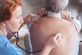 Tłuszcz gromadzi się w płucach. Może powodować problemy z oddychaniem i astmę