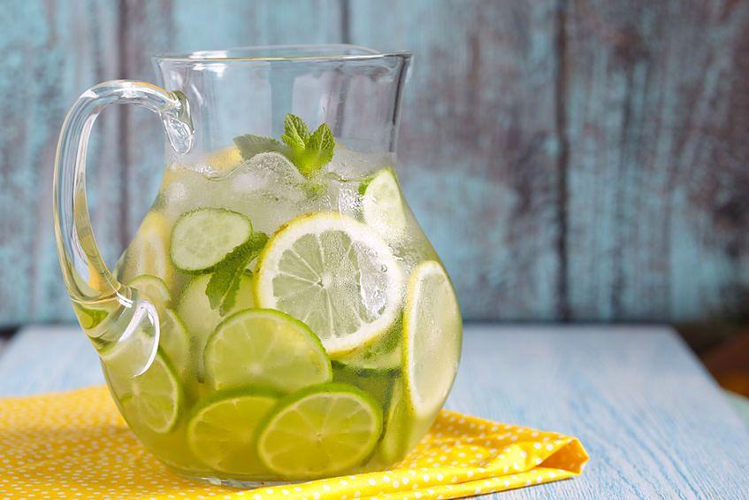 Napój z siemienia lnianego z cytryną można łatwo przygotować