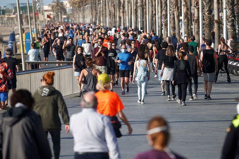 Koronawirus. Na hiszpańskich ulicach ponownie pojawiły się tłumy.