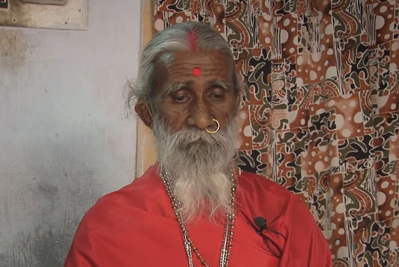 Prahlad Jani miał 90 lat. Zmarł ze starości.