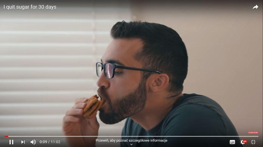 youtube.com Mężczyzna zrezygnował z cukru na miesiąc. Sprawdź efekty diety